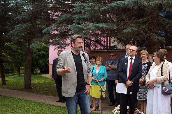 М.Голубков выступает на открытии памятника Н.Заболоцкому